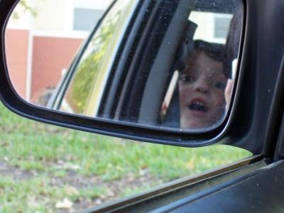 kid_in_mirror
